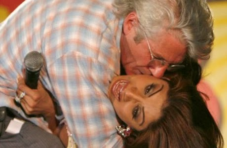 richard_gere_kisses_shilpa_shetty1